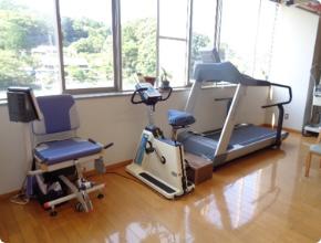 高齢者用筋力向上トレーニング装置、エアロバイク、トレッドミル