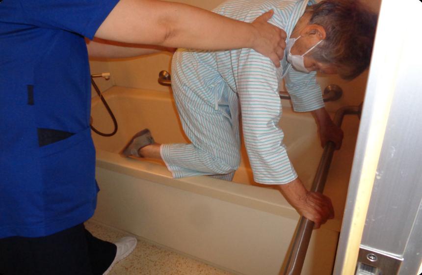 浴槽を跨ぐ入浴動作練習
